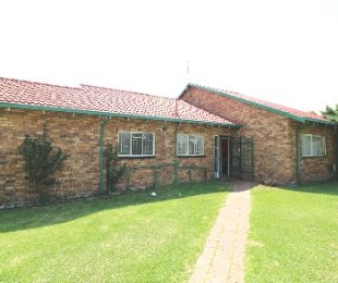 R 925,000 - 3 Bed House For Sale in Birch Acres
