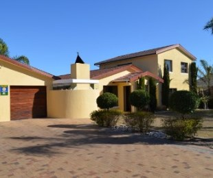 R 2,895,000 - 5 Bed House For Sale in Goedemoed