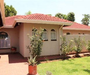 R 1,480,000 - 4 Bed Property For Sale in Florauna