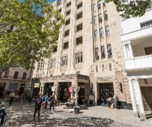 R 2,395,000 - 1 Bed Apartment For Sale in Cape Town