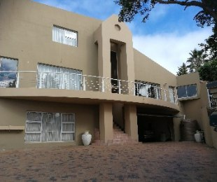 R 4,900,000 - 6 Bed Home For Sale in Loevenstein