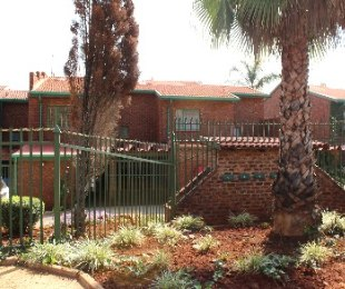 R 875,000 - 3 Bed Property For Sale in Florauna
