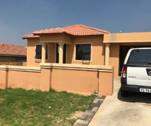 R 1,095,000 - 3 Bed House For Sale in Roseacre