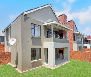 R 1,155,000 - 2 Bed Apartment For Sale in Louwlardia