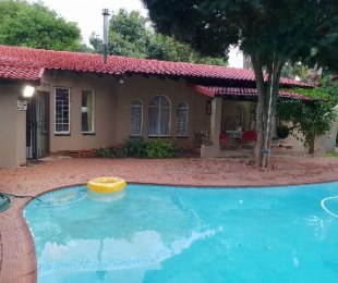 R 1,730,000 - 4 Bed Property For Sale in Florauna