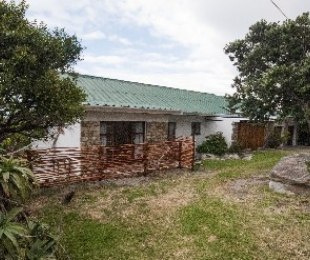 R 2,300,000 - 3 Bed Property For Sale in Betty's Bay