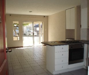 R 600,000 - 2 Bed House For Sale in Malvern East