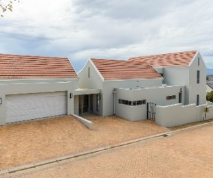 R 6,300,000 - 4 Bed House For Sale in Vierlanden
