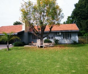 R 1,400,000 - 4 Bed House For Sale in Flamingo Park