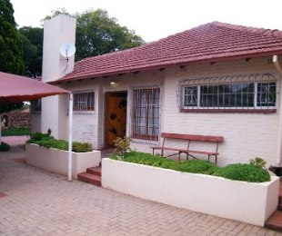 R 580,000 - 3 Bed House For Sale in Dagbreek