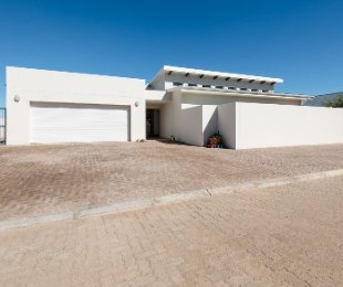 R 2,400,000 - 3 Bed House For Sale in West Bank