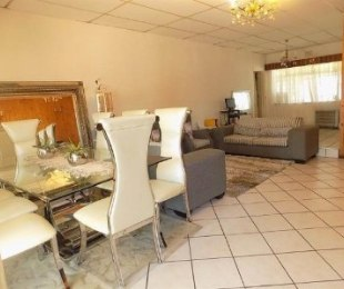 R 12,000 - 4 Bed Home To Let in Ridgeway