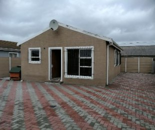 R 990,000 - 2 Bed House For Sale in Ruyterwacht