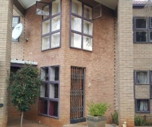 R 1,700,000 - 3 Bed Home For Sale in Pierre Van Ryneveld