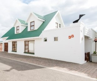 R 4,300,000 - 5 Bed House For Sale in Hartenbos