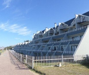 R 3,280,000 - 3 Bed Flat For Sale in Hartenbos