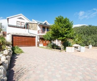 R 2,950,000 - 4 Bed Property For Sale in Still Bay