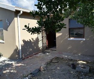 R 900,000 - 3 Bed Home For Sale in Strandfontein