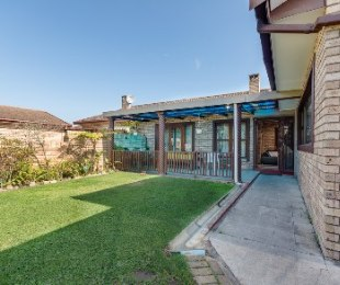 R 1,580,000 - 3 Bed Property For Sale in Loerie Park