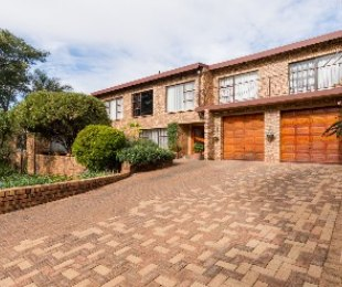 R 3,100,000 - 4 Bed House For Sale in Helderkruin
