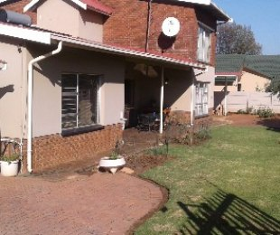 R 1,700,000 - 6 Bed Home For Sale in Marlands