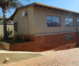 R 1,900,000 - 3 Bed House For Sale in Kensington