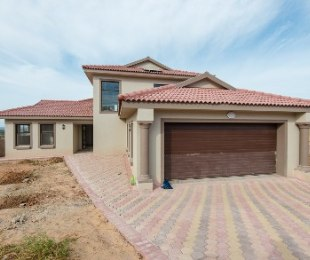 R 3,200,000 - 4 Bed Property For Sale in Hartenbos