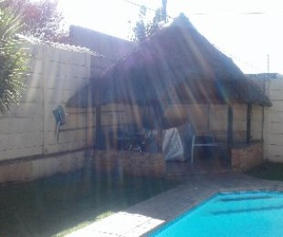 R 950,000 - 2 Bed House For Sale in Primrose