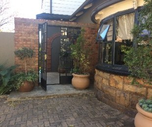 R 2,250,000 - 5 Bed House For Sale in Kensington