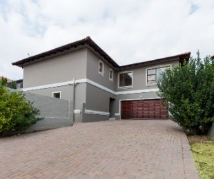 R 2,700,000 - 4 Bed Property For Sale in Broadacres