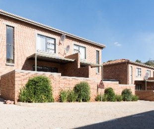 R 860,000 - 2 Bed Flat For Sale in Helderkruin