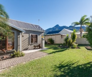 R 1,095,000 - 3 Bed Home For Sale in Denneoord