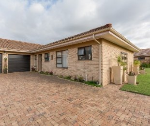 R 2,590,000 - 3 Bed Property For Sale in Heather Park