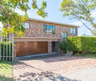 R 4,125,000 - 4 Bed Home For Sale in Signal Hill