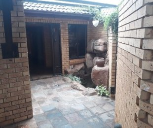 R 1,470,000 - 4 Bed House For Sale in Doornpoort