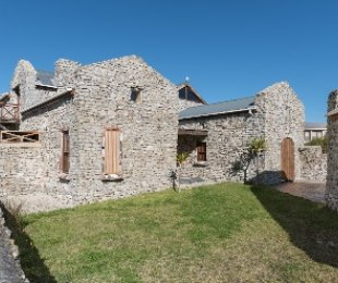 R 3,500,000 - 5 Bed House For Sale in Betty's Bay