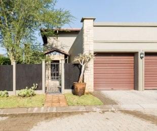 R 2,299,000 - 3 Bed House For Sale in Fourways