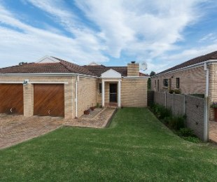 R 1,695,000 - 3 Bed House For Sale in Denneoord