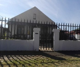 R 850,000 - 2 Bed Home For Sale in Malvern