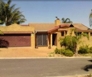 R 2,195,000 - 3 Bed Property For Sale in Sonstraal Heights