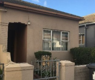 R 895,000 - 3 Bed House For Sale in Brooklyn