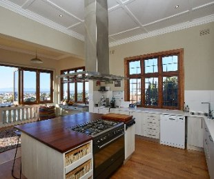 R 5,500,000 - 4 Bed Property For Sale in Muizenberg