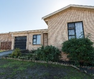 R 1,495,000 - 2 Bed House For Sale in Protea Heights