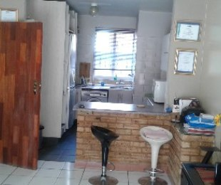 R 390,000 - 2 Bed Property For Sale in Jeppestown