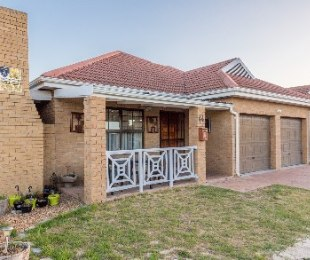 R 2,045,000 - 3 Bed Home For Sale in Sonstraal Heights