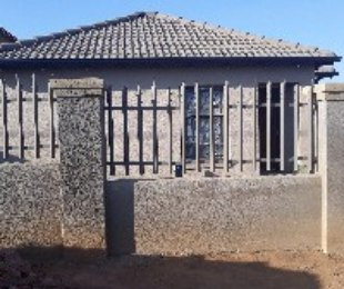 R 950,000 - 3 Bed House For Sale in Devland