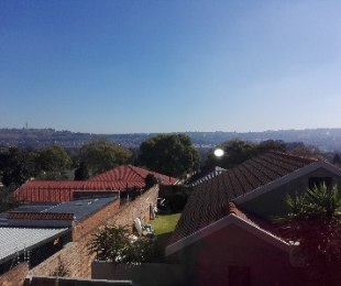 R 980,000 - 2 Bed House For Sale in Kensington