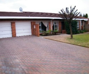 R 780,000 - 4 Bed Property For Sale in Riebeeckstad