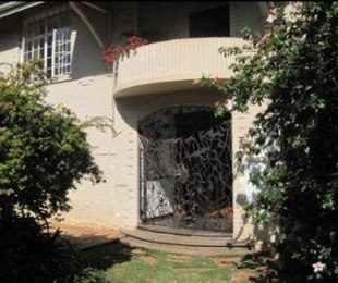 R 2,650,000 - 4 Bed House For Sale in Observatory