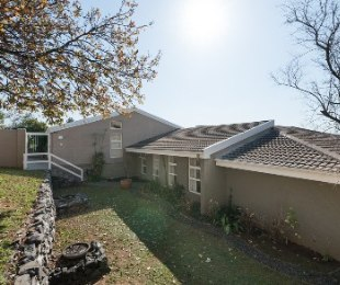 R 3,350,000 - 4 Bed House For Sale in Protea Valley